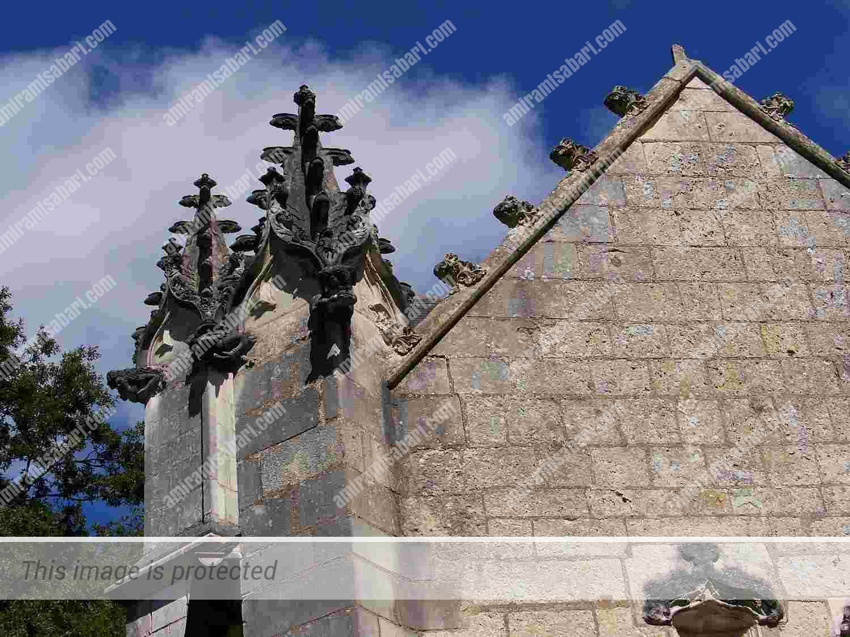 צריחי הכנסייה המחודשים לפי תכניתו של בואסל