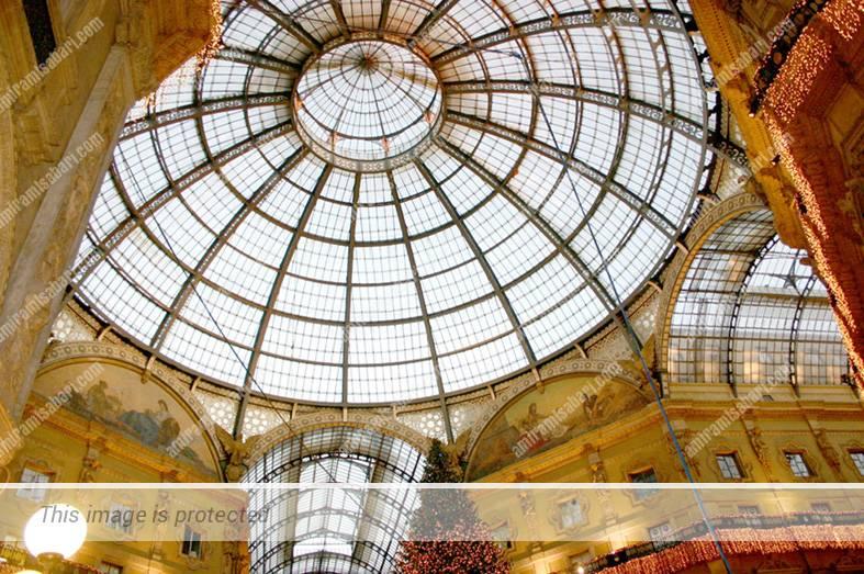 תקרת הברזל וכיפת הזכוכית הענקית, ציון דרך בהתפתחות הקניון המודרני.