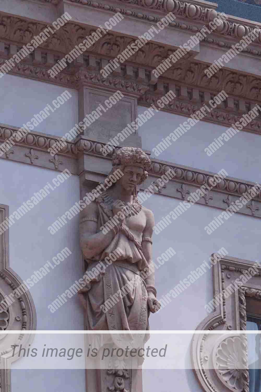 גדולי האומה האיטלקית לדורותיה סביב המתומן המרכזי