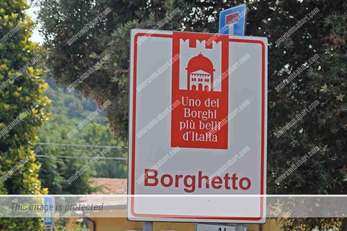 """כפי שמעיד השלט, בורגטו משתייך למועדון היוקרתי של """"הכפרים היפים ביותר באיטליה""""."""
