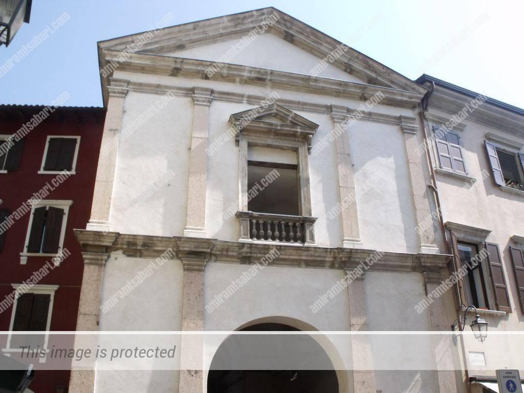 פורטה סן ג'וזפה ששימש בעבר את מסדר דיסציפלינטי.