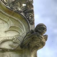 נאנט: גרגוילים מן החלל החיצון על גבי הקפלה העתיקה
