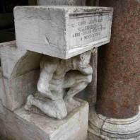 ונציה: הגיבן של הריאלטו, סובל אבל ממשיך לרכל