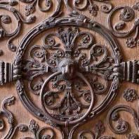 נוטרדאם פריז: ביסקורנה ודלתות הקתדרלה הארורות