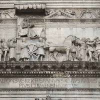 נאפולי קסטל נואובו: האשה המסתורית על קשת הנצחון